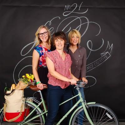 Le-show-chalk backgound Daphne, Cheryl, Cathy